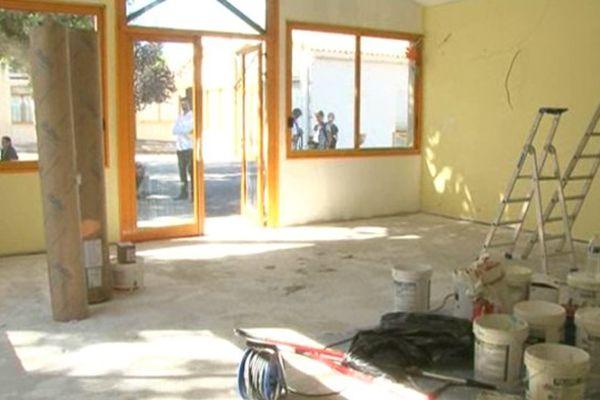 La peinture est encore fraîche dans la salle de classe rénovée de l'école Pain Levé.