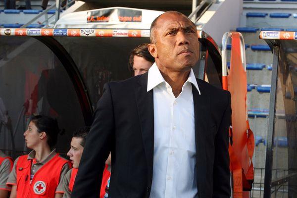 Antoine Kombouaré, nouvel entraîneur du RC Lens. Ici, en 2009, il était alors coach du PSG.