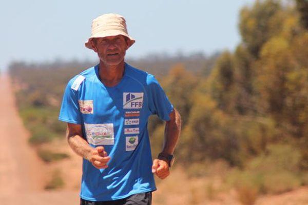 Patrick Malandain lors de sa traversée de l'Australie entre octobre et novembre 2013