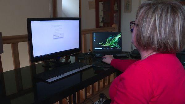 """Le message """"désolé nous ne pouvons pas atteindre cette page"""" s'affiche souvent sur l'ordinateur de Catherine."""""""