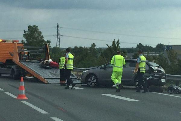 L'accident provoque actuellement plusieurs kilomètres de bouchons.