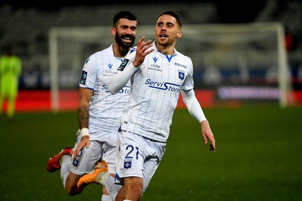 L'attaquant Rémy Dugimont célèbre le but de la victoire face à Pau, le 18 décembre 2020.