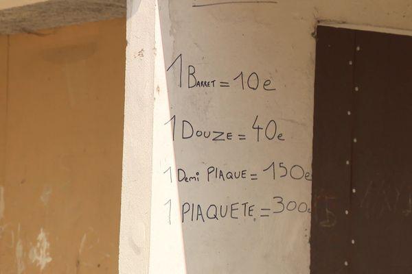 Dans le quartier des Liserons à Nice, le prix de la drogue est inscrit à l'entrée des immeubles.