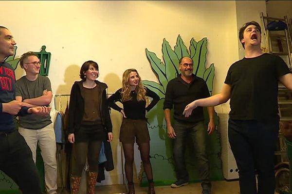 La Compagnie du Capitaine improvise et crée des spectacles en temps réel durant une heure trente. Sans filet, s'il vous plaît !!!!