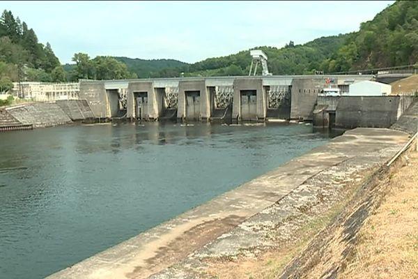Les pêcheurs ont demandé à EDF de libérer de l'eau de ce barrage pour alimenter la Dordogne et ses affluents.