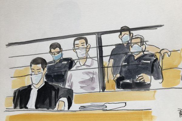 Laurent Dejean dans le box des accusés devant la cour d'assises du Tarn à Albi. Devant lui, son avocat maître Chebbani. Juillet 2021.