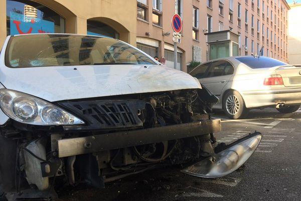 10/03/2017 - Jets de cocktails Molotov contre des voitures de police à Ajaccio