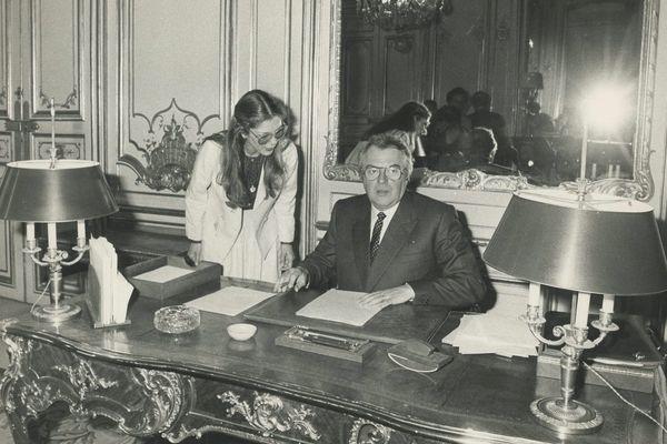 Pierre Mauroy à Matignon en 1981.