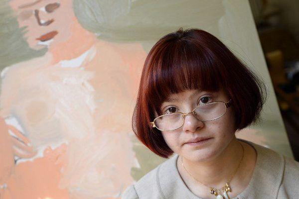 L'artiste Maryam Alakbarli dans son studio à Paris en juin 2015.