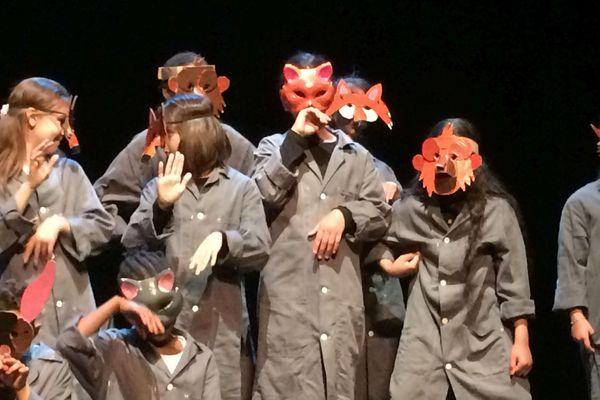 Samedi 22 juin, à l'opéra-théâtre de Clermont-Ferrand, une vingtaine d'élèves de l'école Jules Verne est montée sur scène.