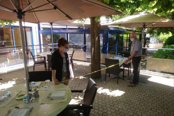 À l'hôtel-restaurant Le Sablier du Temps, à Argentat (19), on prend les mesures pour préparer la réouverture.