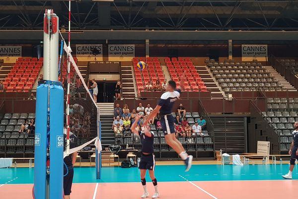 Séjour studieux à Cannes pour l'équipe de France de Volley-ball.
