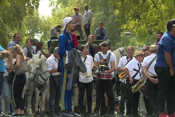 Dans l'attente de l'abrivade, lâcher de taureau encadré, ce samedi 18 septembre à Nîmes.