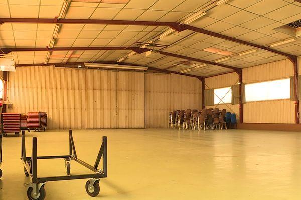 A Malemort en Corrèze, ce hangar abrite d'habitude tous les chars du carnaval mais pas en cette année 2021, marquée par la crise sanitaire.