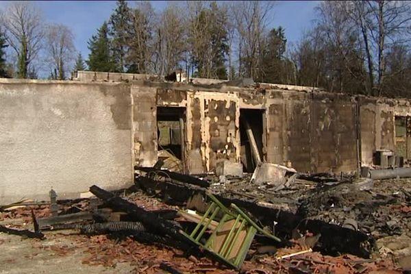 La ferme auberge de Dany Moureaux n'a pas résisté à la violence des flammes
