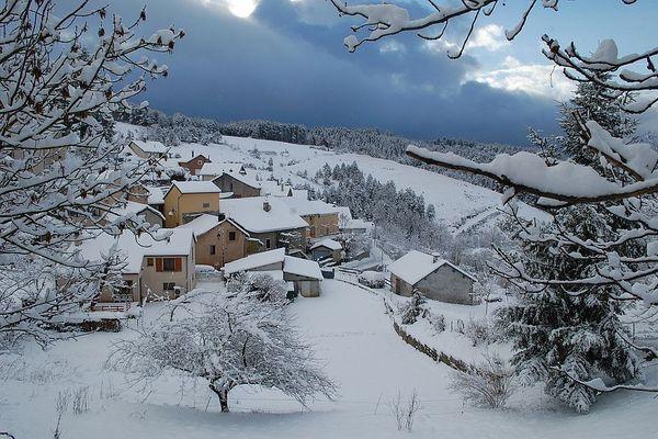 Le hameau de Montjardin, à Lanuéjols, destination rêvée pour les étudiants en quête de grands espaces!