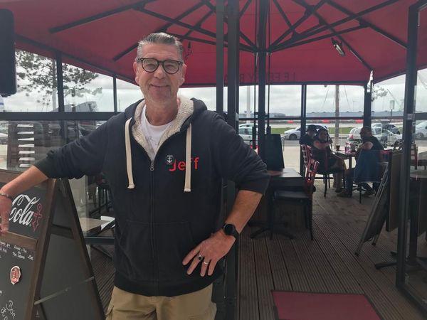 Jeff Tallah avait prévu de faire venir jouer 5 à 6 groupes dans son bar du Havre, le Ferry Boat.