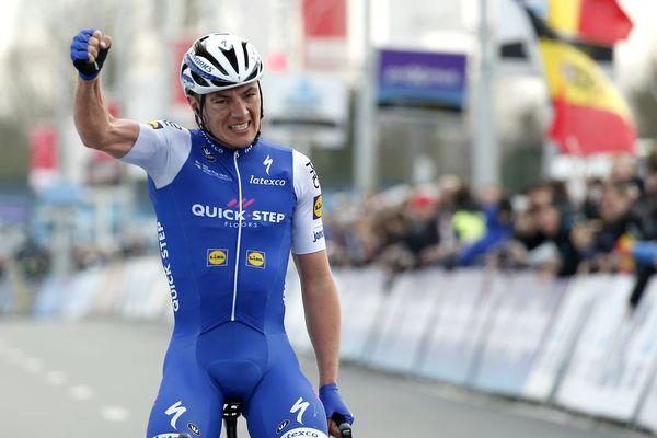 Le Belge Yves Lampaert remporte la course pour la première fois.