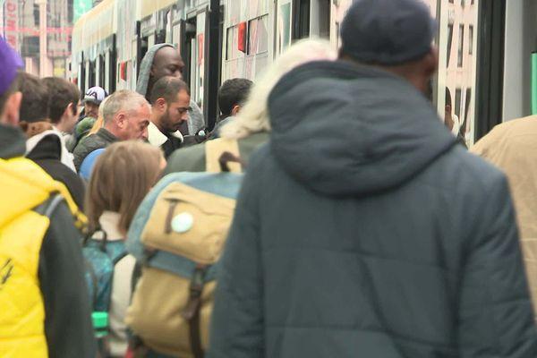 Le Léman Express a été pensé pour les frontaliers qui effectuent des trajets réguliers entre la Suisse et la France