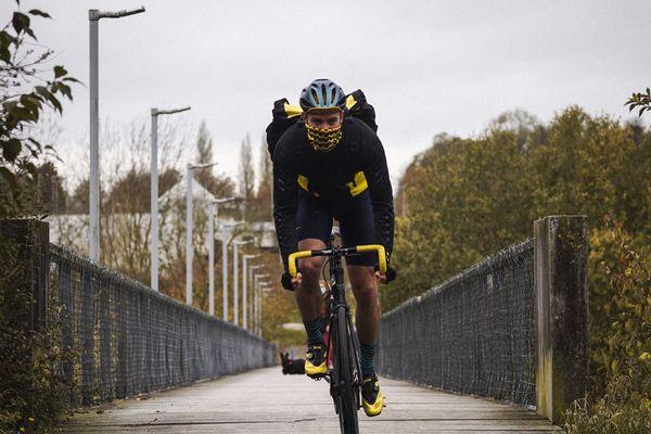 Un cycliste de Beefast livre un repas à Amiens
