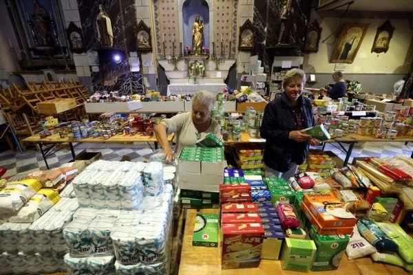 L'église Notre Dame de la Visitation à Fontan (Alpes-Maritimes) a été choisie pour emmagasiner les vivres acheminés pour les habitants du village, le jeudi 8 octobre 2020.