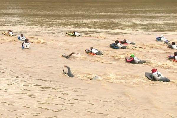 """42 nageurs ont pris le départ de la course """"Les Carrelets de Garonne"""" entre Langon et Langoiran ce 5/10/19."""