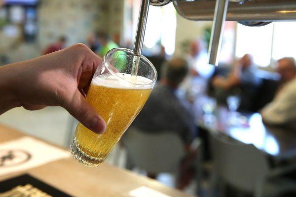 Dans le Puy-de-Dôme, les bars devront encore fermer à 1 heure du matin jusqu'au 15 août sur décision préfectorale.