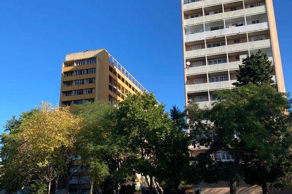 C'est au pied de cet immeuble de la cité Corot à Marseille que le corps a été découvert vendredi matin.