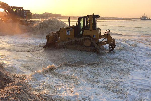 A Cannes, on engraisse les plages avec 80.000 m3 de sable.
