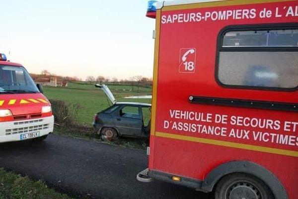 A Saint-Didier-en-Donjon dans l'Allier, mardi 24 décembre, d'importants moyens de secours sont déployés après un accident de la route.