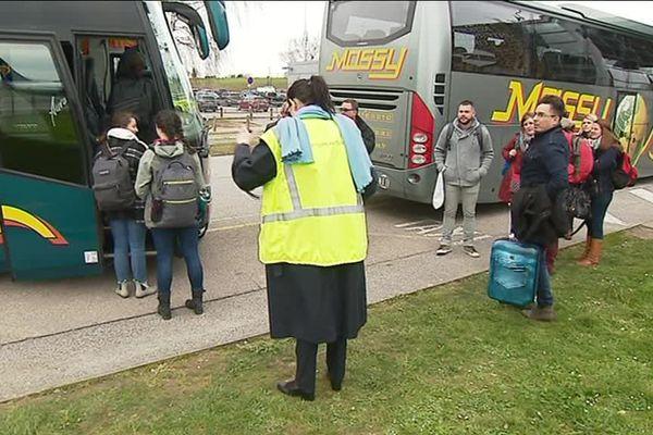 C'est par bus que les passagers du vol Dublin-Tours sont arrivés à destination, après avoir atteris... à Limoges Bellegarde !