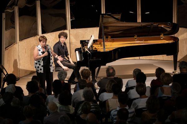 Chaque année, la Roque d'Anthéron accueille en résidence de jeunes artistes qui bénéficient de l'expérience de leurs professeurs. Ici un concert de master class 2019.