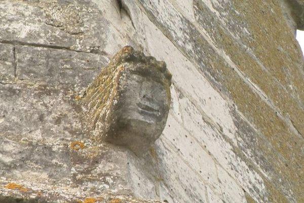 Les crochets de l'église Saint-Martin ont été sculptés en forme d'animaux et visages grimaçants.