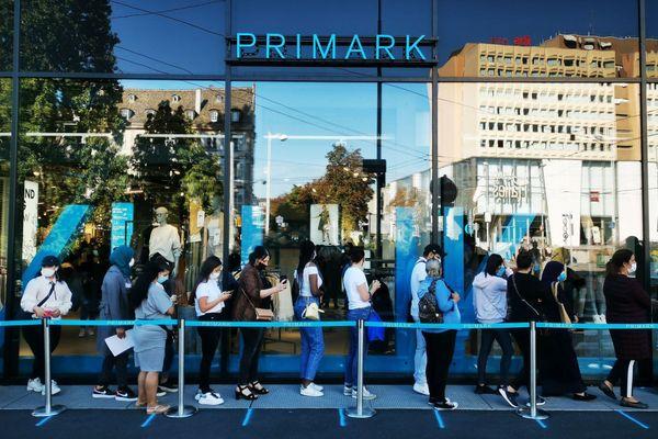 Dès 10 heures, 800 personnes avaient pénétré dans le magasin Primark, à l'angle du quai Kellermann et de la rue du Noyer - 8 septembre 2020