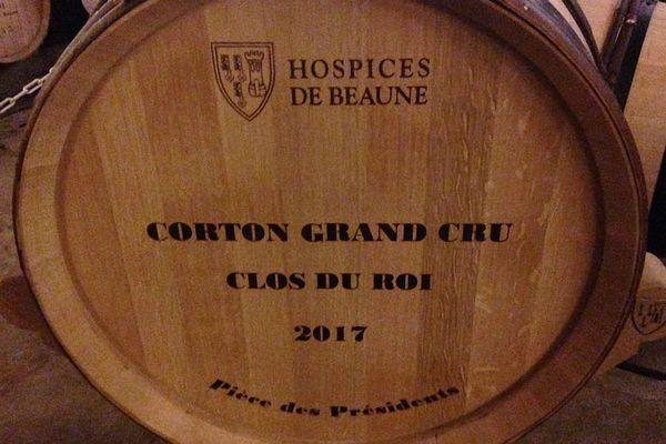En 2017, deux tonneaux de 228 litres de Corton Grand Cru Clos du Roi sont mis aux enchères au profit de trois associations lors de la vente des vins des Hospices de Beaune