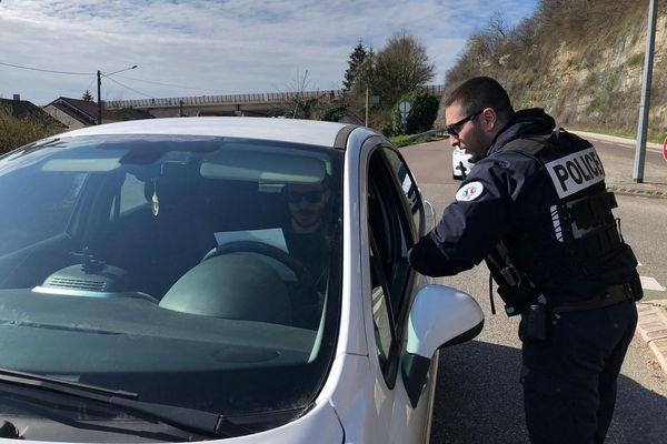 Les premiers contrôles de police ont commencé à Audincourt, en ce premier jour de confinement et restrictions de circulation.