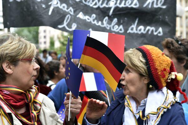 La réforme des collèges restreindrait la place des langues mortes ou celle de l'Allemand dans les classes bilangues ou européennes