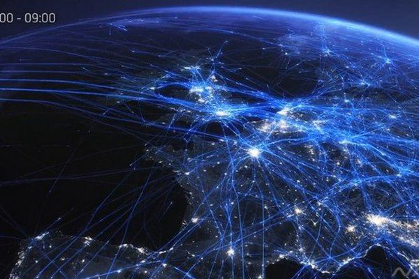 24 heures de vol des avions au dessus de l'Europe visualisés en 2 minutes, par NATS spécialisé en gestion du trafic aérien