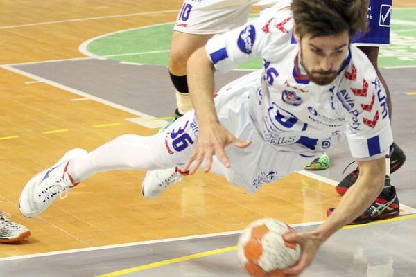 Baptiste Malfondet et son équipe du Limoges Hand 87 affronte Chartres en Coupe de France, vendredi 6 décembre à Limoges.
