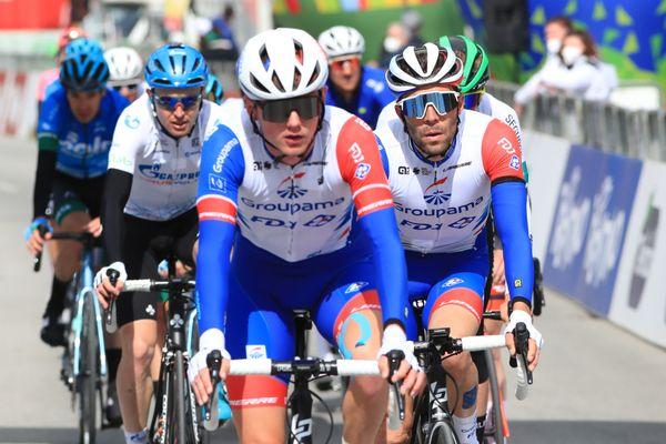 Une journée terrible pour Thibaut Pinot, qui termine à 12 minutes des meilleurs lors de la deuxième étape du Tour des Alpes.