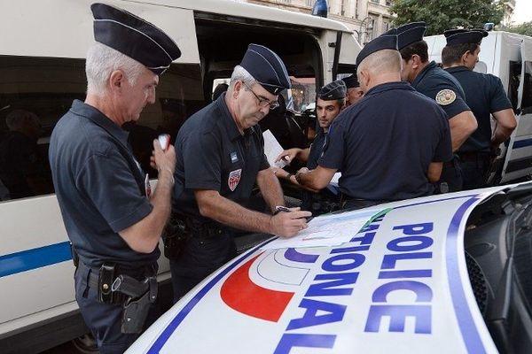 La CRS 29 au centre de Marseille, le 21 août 2013 - photo Boris Horvat - Afp