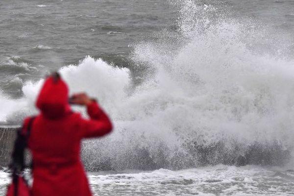 Prudence face aux vagues, sous les rafales...