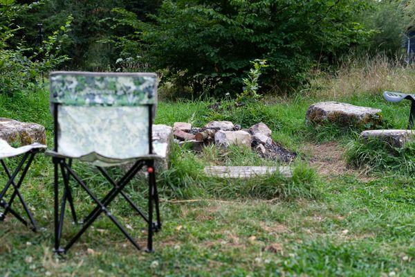 Un petit coin barbecue 100% nature, à côté de la Cab'âne, dans les Ardennes
