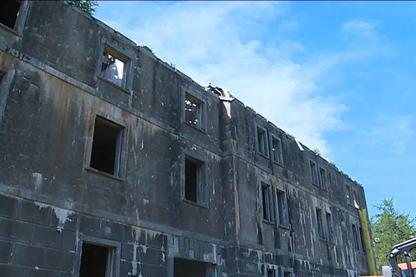 A Casterino, cette ancienne caserne militaire italienne est en train d'être transformée en refuge touristique. Ouverture prévue en 2021.