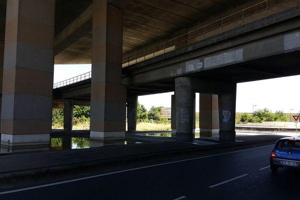Des eaux stagnantes sous la rocade de Toulouse
