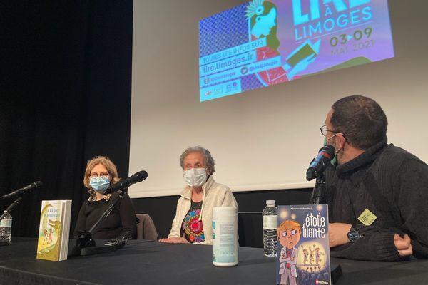 De gauche à droite, les 3 auteurs en lice : Sarah Turoche-Dromery, Evelyne Brisou-Pellen (lauréate 2021) et Emmanuel Bourdier