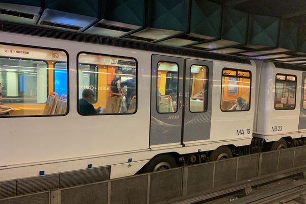 Une rame du métro de Marseille (Bouches-du-Rhône)