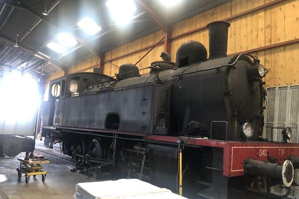 La locomotive du mythique train Truffadou, restaurée et réhabilitée par Alban et sa famille pour des voyages touristiques en période estivale.