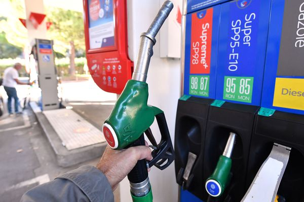 La région Auvergne-Rhône-Alpes va abaisser de 20% la taxe régionale sur les carburants, a annoncé, jeudi 6 décembre, son président Laurent Wauquiez.