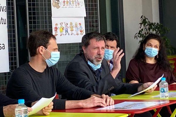 Ghjiseppu Turchini, président de l'association Scola Corsica, lors de la conférence de presse, ce dimanche 2 mai.